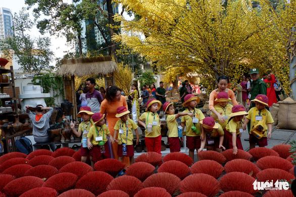 Sắc mai vàng rực tại Lễ hội Tết Việt xuân Canh Tý - Ảnh 7.