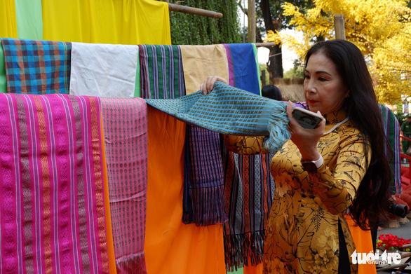 Sắc mai vàng rực tại Lễ hội Tết Việt xuân Canh Tý - Ảnh 8.
