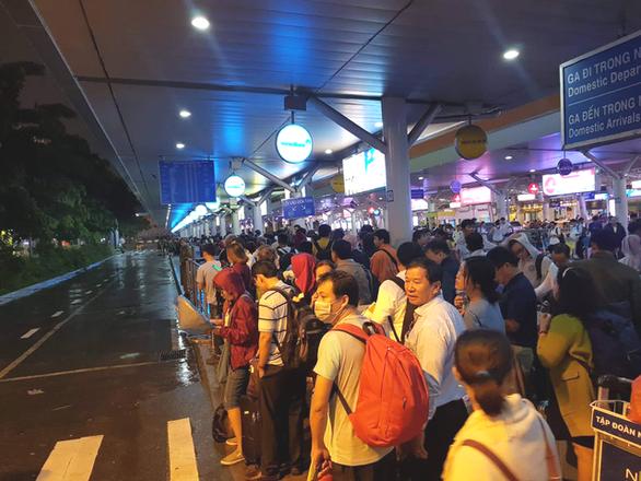 Lo tắc sân bay ngày tết, Tân Sơn Nhất tung hàng loạt giải pháp giảm tải - Ảnh 2.