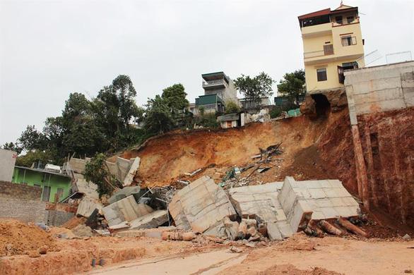 Quảng Ninh di dời khẩn 16 hộ dân do sạt bờ kè nhà dân - Ảnh 1.