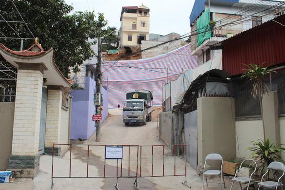 Quảng Ninh di dời khẩn 16 hộ dân do sạt bờ kè nhà dân - Ảnh 2.