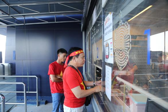 Vé trận U23 VN - UAE bắt đầu đắt hàng - Ảnh 3.