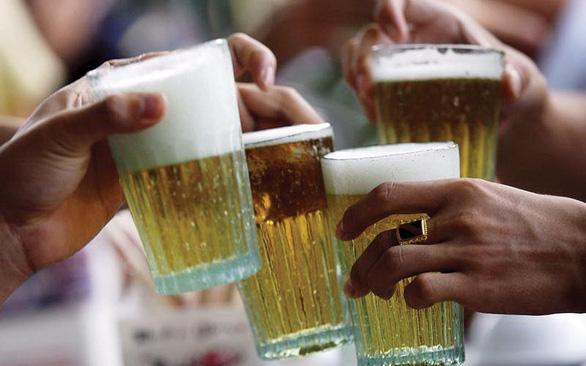 Bộ Y tế: Tết không nên uống quá 2 lon bia một ngày - Ảnh 1.