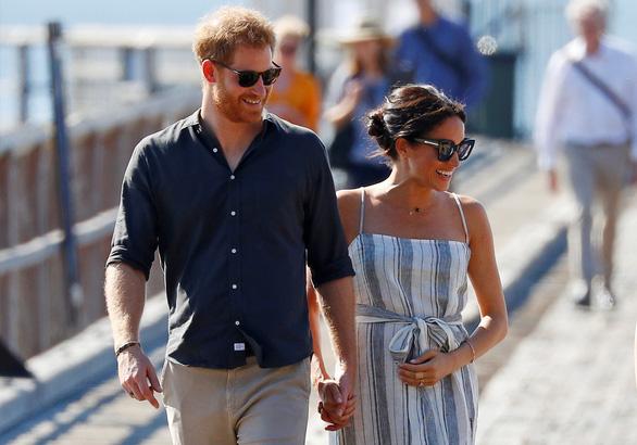 Là thường dân, vợ chồng hoàng tử Harry có thể làm gì để kiếm tiền? - Ảnh 1.