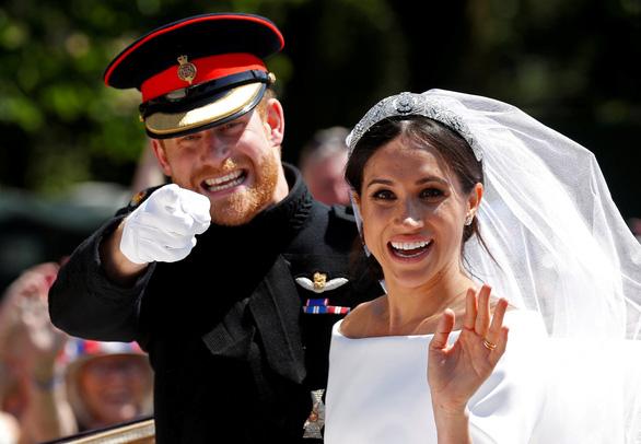 Là thường dân, vợ chồng hoàng tử Harry có thể làm gì để kiếm tiền? - Ảnh 2.