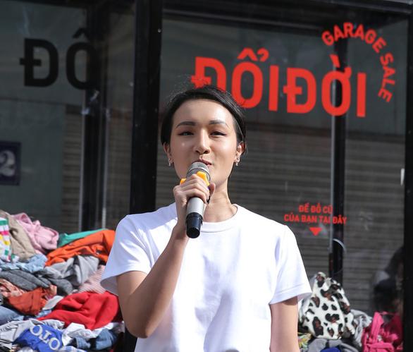 Hàng trăm bạn trẻ xếp hàng đổi đồ - đổi đời thời trang - Ảnh 3.