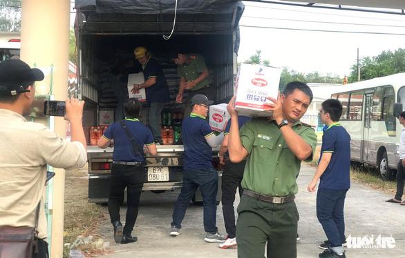 Đoàn thanh niên Công an TP.HCM trao quà tết vùng khó khăn tỉnh Bình Thuận - Ảnh 4.