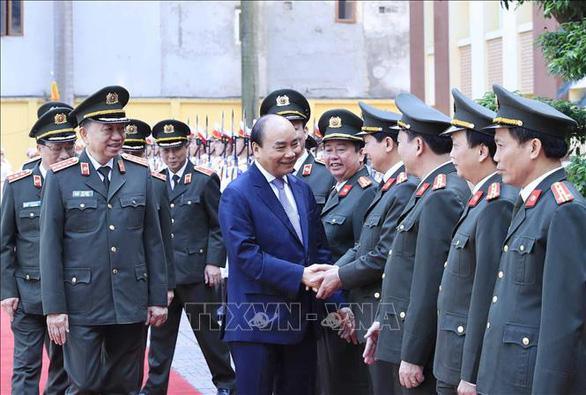 Thủ tướng kiểm tra công tác sẵn sàng chiến đấu và chúc tết tại Bộ tư lệnh Cảnh vệ - Ảnh 3.