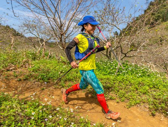 Trần Duy Quang vô địch cự ly 70km marathon đường mòn - Ảnh 2.