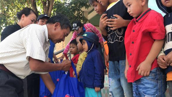 600 suất quà xuân đến với học trò nghèo Tây Nguyên - Ảnh 4.
