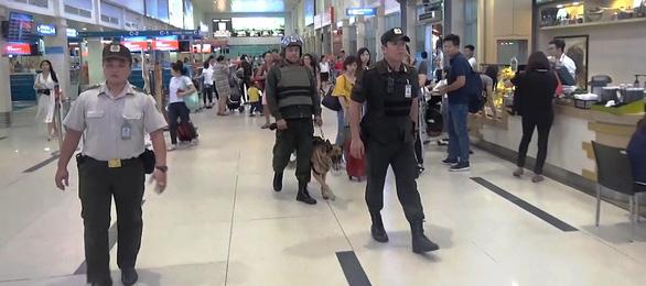 Hai đối tượng giả dạng đón kiều bào ở sân bay Tân Sơn Nhất để móc túi - Ảnh 3.