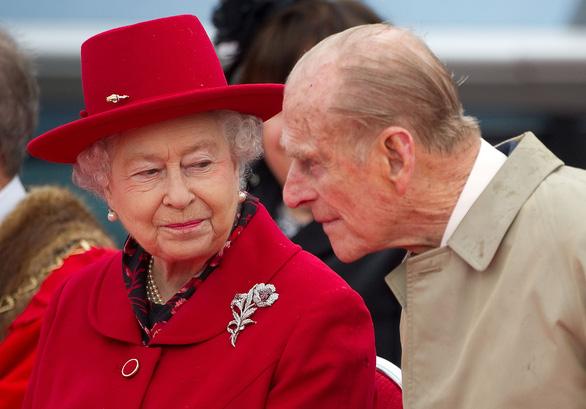Nữ hoàng Anh Elizabeth gọi họp mặt gia đình vì vợ chồng hoàng tử Harry - Ảnh 1.