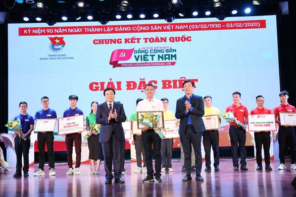 Đội Tình nguyện trẻ đoạt giải nhất tìm hiểu về Đảng - Ảnh 1.