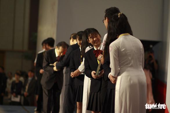 Tổng thư ký Đảng Dân chủ tự do Nhật Bản trồng sen cổ, thắt chặt quan hệ Việt - Nhật - Ảnh 4.