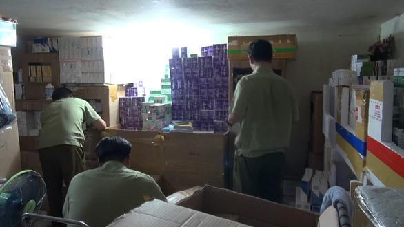 Tạm giữ hàng ngàn hộp thuốc tân dược không hóa đơn chứng từ - Ảnh 1.