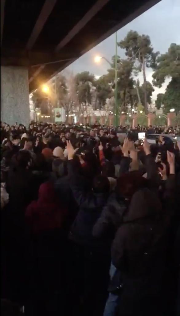 Tổng thống Trump tuyên bố ủng hộ biểu tình đòi lãnh tụ Iran từ chức - Ảnh 2.