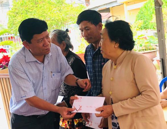 Báo Tuổi Trẻ tặng 500 phần quà cho người nghèo tại Cà Mau - Ảnh 1.