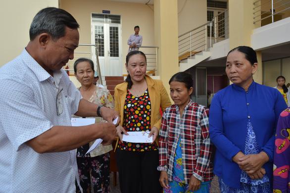 Báo Tuổi Trẻ tặng 500 phần quà cho người nghèo tại Cà Mau - Ảnh 2.