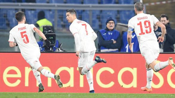 Ronaldo lập công, Juventus hạ AS Roma trở lại đỉnh bảng - Ảnh 1.