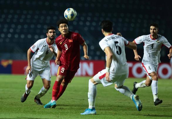 Đội hình U23 Việt Nam gặp Triều Tiên: Tiến Linh, Đức Chinh và Trọng Hùng đá chính - Ảnh 1.