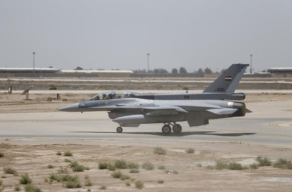 Căn cứ quân sự có lính Mỹ ở Iraq lại bị nã tên lửa, Washington phẫn nộ - Ảnh 1.