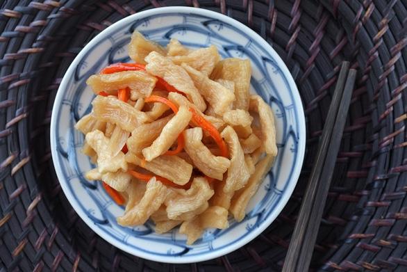 Làm củ cải ngâm mắm đường, kiệu chua ngọt kiểu miền Nam ăn Tết - Ảnh 1.