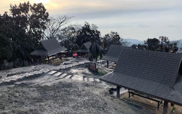 Tro núi lửa Taal đè sập nhà dân, cảnh báo nguy cơ sóng thần - Ảnh 5.