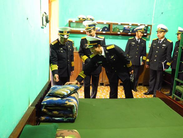 Bộ tư lệnh Vùng 1 Hải quân thăm, tặng quà Tết chiến sĩ, ngư dân - Ảnh 5.