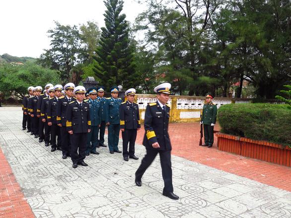 Bộ tư lệnh Vùng 1 Hải quân thăm, tặng quà Tết chiến sĩ, ngư dân - Ảnh 4.