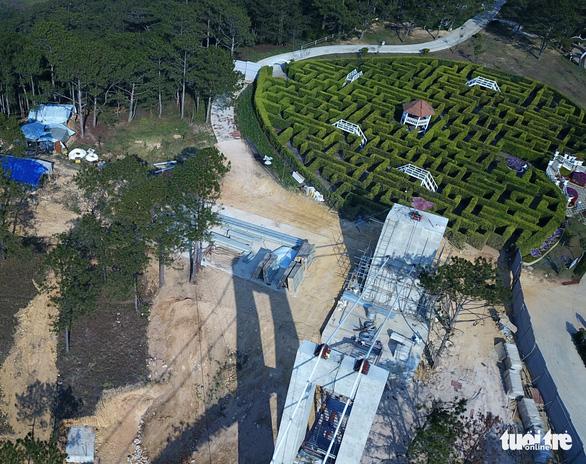 Lao động Trung Quốc làm việc chui trong thung lũng Tình yêu - Ảnh 2.