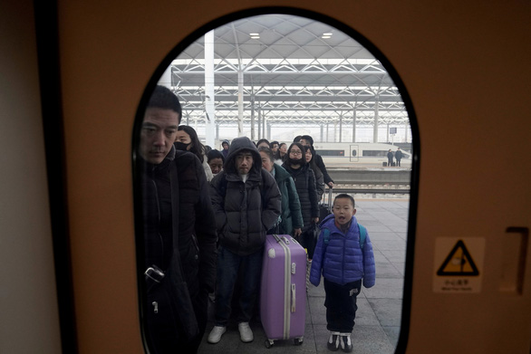 Đường sắt Trung Quốc dễ thở kỳ Xuân vận tỉ người nhờ công nghệ hỗ trợ - Ảnh 1.