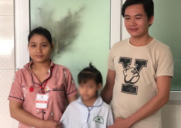43 ngày giành sự sống cho bé gái có thể vỡ mạch máu bất cứ lúc nào - Ảnh 1.