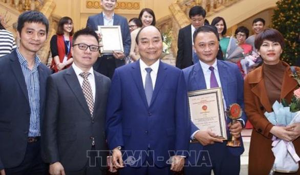 Thủ tướng Nguyễn Xuân Phúc dự công bố và trao Giải báo chí Búa liềm vàng 2019 - Ảnh 1.