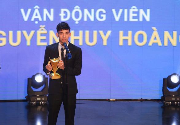 Vượt qua cầu thủ Đoàn Văn Hậu, kình ngư Huy Hoàng giành Cúp Chiến thắng 2019 - Ảnh 2.