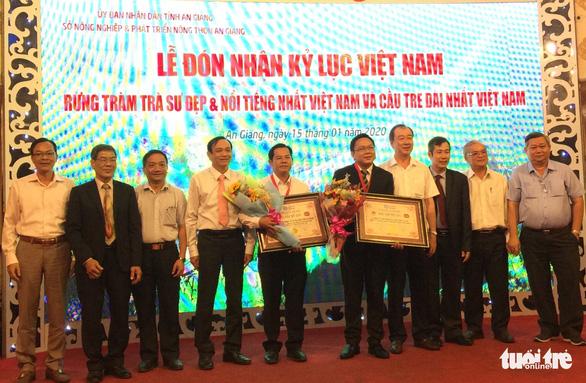 Cầu tre dài nhất Việt Nam và rừng tràm Trà Sư lập kỷ lục Việt Nam - Ảnh 1.