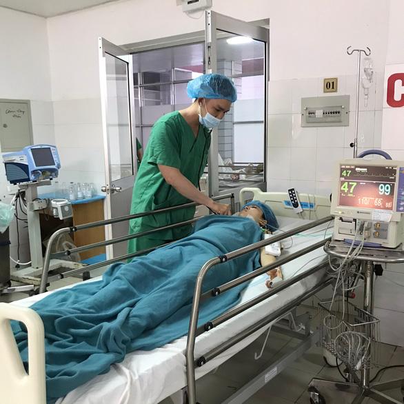 Đặt máy tạo nhịp tim, kịp thời phẫu thuật cứu mẹ con sản phụ - Ảnh 1.