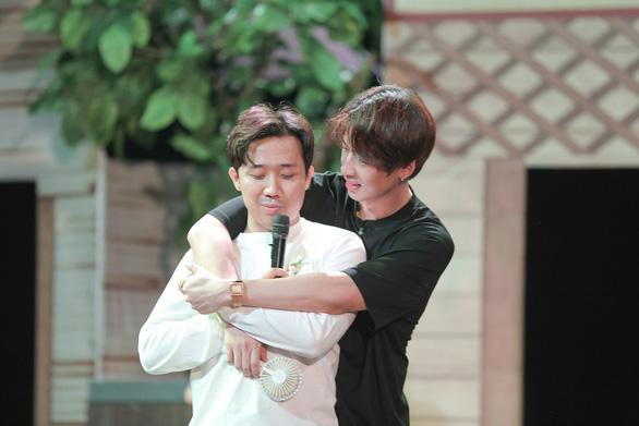 Trấn Thành lần đầu làm đạo diễn, Lý Hải tung teaser Lật mặt 5 - Ảnh 1.
