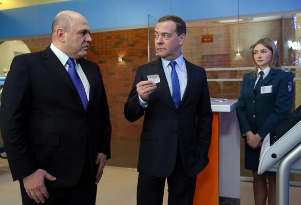 Ông Putin dọn vị trí mới, đón ông Medvedev về đảm nhiệm - Ảnh 1.