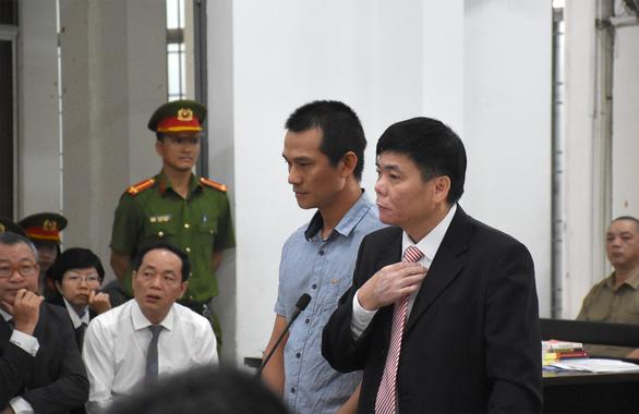 Lại hoãn phiên tòa phúc thẩm xử vợ chồng luật sư Trần Vũ Hải - Ảnh 4.