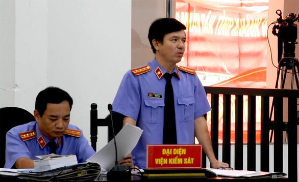 Lại hoãn phiên tòa phúc thẩm xử vợ chồng luật sư Trần Vũ Hải - Ảnh 3.
