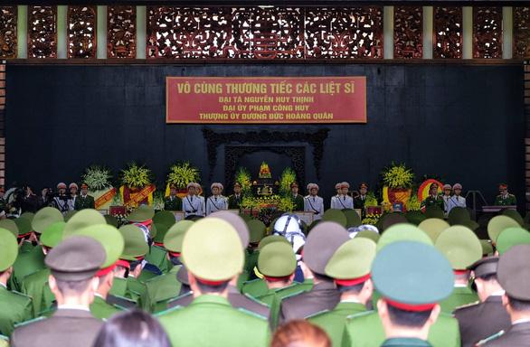 Thủ tướng đến viếng, tiễn đưa 3 cán bộ công an hi sinh tại Đồng Tâm - Ảnh 11.