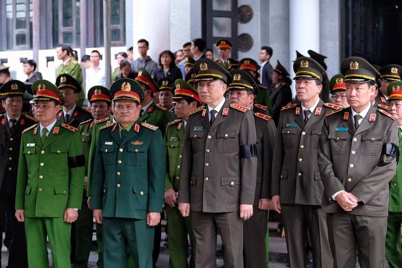 Thủ tướng đến viếng, tiễn đưa 3 cán bộ công an hi sinh tại Đồng Tâm - Ảnh 13.