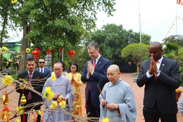 Đại sứ Mỹ trân trọng truyền thống người Việt, đón Tết ở Hà Nội - Ảnh 3.