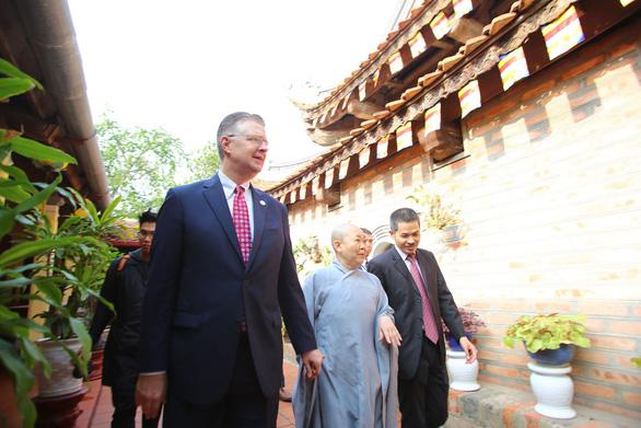 Đại sứ Mỹ trân trọng truyền thống người Việt, đón Tết ở Hà Nội - Ảnh 1.