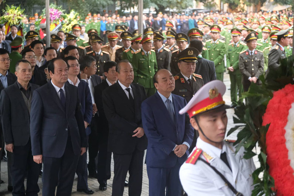 Thủ tướng đến viếng, tiễn đưa 3 cán bộ công an hi sinh tại Đồng Tâm - Ảnh 3.