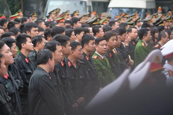 Thủ tướng đến viếng, tiễn đưa 3 cán bộ công an hi sinh tại Đồng Tâm - Ảnh 6.