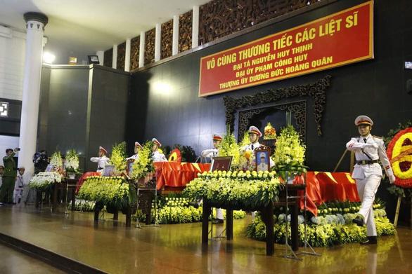 Thủ tướng đến viếng, tiễn đưa 3 cán bộ công an hi sinh tại Đồng Tâm - Ảnh 2.