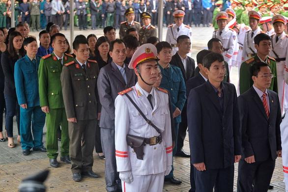 Thủ tướng đến viếng, tiễn đưa 3 cán bộ công an hi sinh tại Đồng Tâm - Ảnh 8.