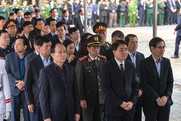 Thủ tướng đến viếng, tiễn đưa 3 cán bộ công an hi sinh tại Đồng Tâm - Ảnh 5.
