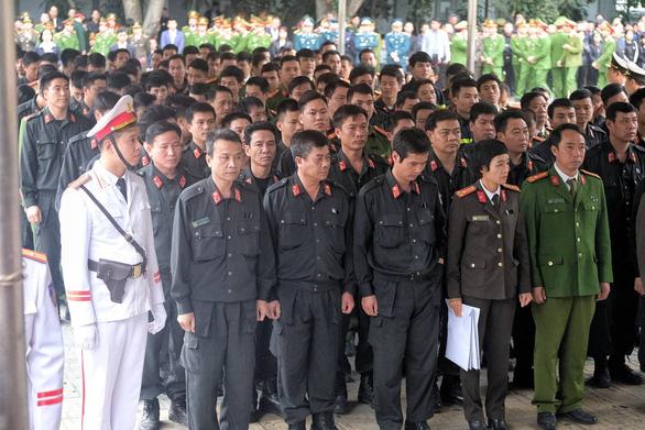 Thủ tướng đến viếng, tiễn đưa 3 cán bộ công an hi sinh tại Đồng Tâm - Ảnh 7.